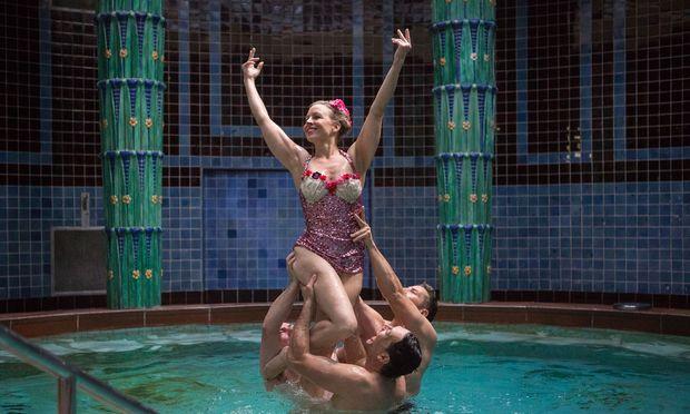 Die Titelfigur Anna Molnar, eine abgestürzte Schauspieldiva, erlaubt sich, was meist nur Männer tun. Emanzipation geht auch anders.