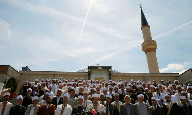Die Deklaration wurde vor dem Islamischen Zentrum in Wien-Floridsdorf unterzeichnet.