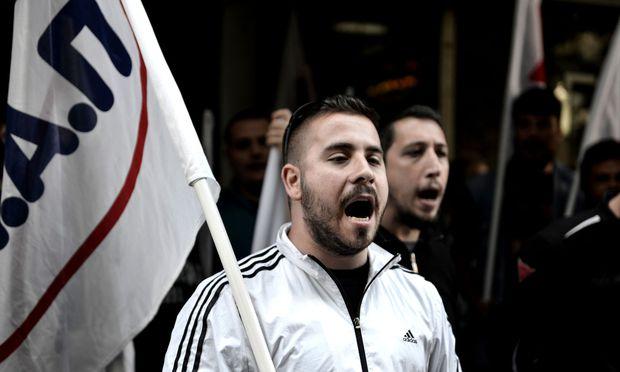Streiks stoppen Fährverkehr und Nachrichten in Griechenland