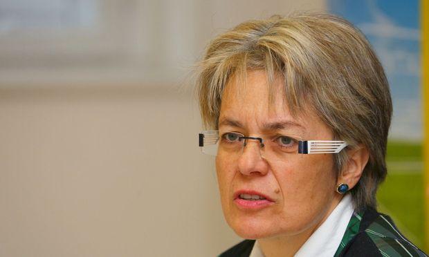 Wirtschafts-Landesrätin Petra Bohuslav wird Kontakt zu Shire suchen, um die Entscheidung zu hinterfragen  / Bild: PEROUTKA Guenther / WB