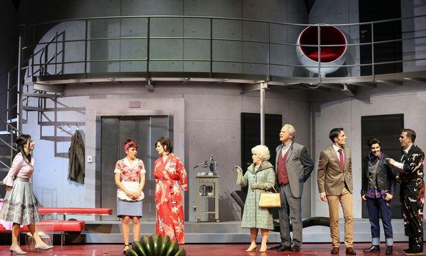 """Kühle Atmosphäre in der Volksoper, die auch als Handlungsschauplatz für diesen """"Opernball"""" dient. Nach dem Schlussvorhang leerte sie sich schnell."""