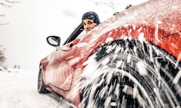 Hinterradantrieb, Sperrdifferenzial, die Grundzüge der StVO milde ausgeblendet: Winterfreuden im MX-5.