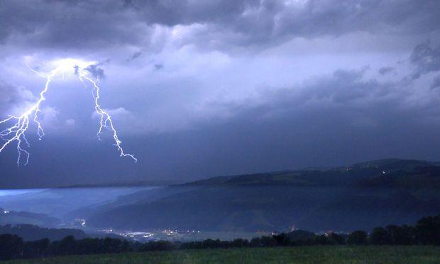 Spektakuläre Blitze wie hier im Wechselgebiet gab es in der Nacht auf Freitag viele. In Niederösterreich waren es die blitzreichsten 24 Stunden dieses Jahres.