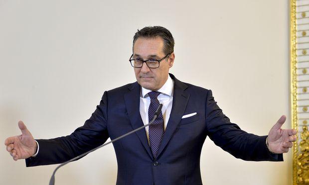 Nur jede zweite oder dritte frei werdende Stelle soll, wie Vizekanzler und Beamtenminister Heinz-Christian Strache (FPÖ) erklärt, nachbesetzt werden.
