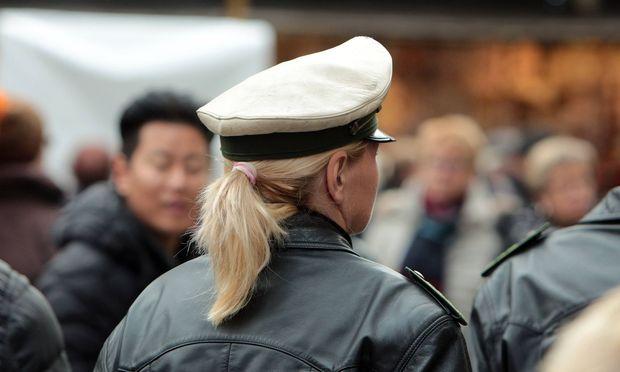 Symbolbild Polizistin