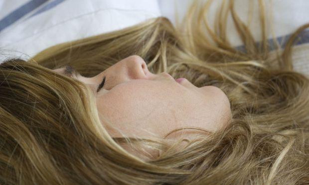 Schlafen ist ein essenzieller Vorgang, den wir jeden Tag wiederholen. Aber auch ein fragiler. Sagt der Wiener Schlafmediziner Stefan Seidel.