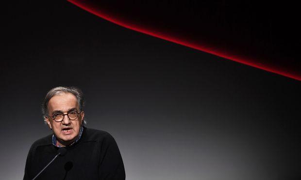 Fiat-Chrysler-Chef Marchionne ist schwer krank und tritt ab. Er übergibt die Firma schuldenfrei, aber mit einer langen Aufgabenliste für die kommenden Jahre.  / Bild: (c) APA/AFP/MARCO BERTORELLO