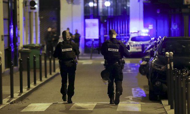 Polizei in Paris nach dem Anschlafg