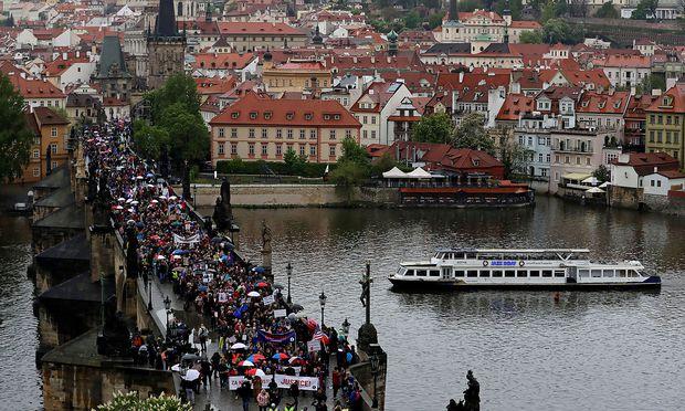 Massendemonstration gegen Regierungschef Babis in Prag