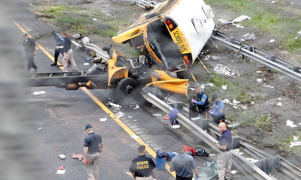 Bei der Kollision löste sich die Karosserie des Busses vom Fahrgestell