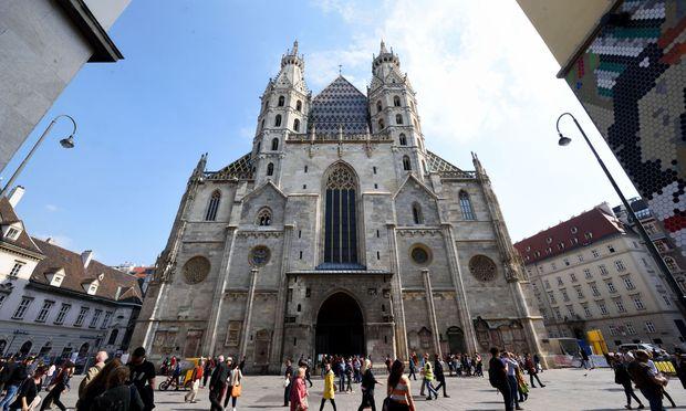 Bei der Jakobskirche in Schwechat beginnt offiziell der Jakobsweg Wien, er führt zum Wiener Stephansdom und von dort weiter in Richtung Westen. Bei der Jakobskirche Purkersdorf mündet der Jakobsweg Wien in den Abschnitt Purkersdorf- Göttweig.