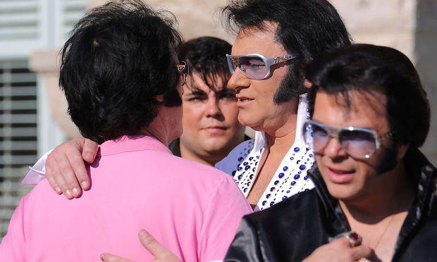 Der 40. Todestag sorgt für eine Hochkultur der Elvis-Imitatoren.