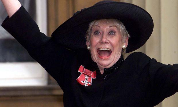 Dawn, deren echter Name Sylvia Butterfield war, wurde in Leeds geboren.