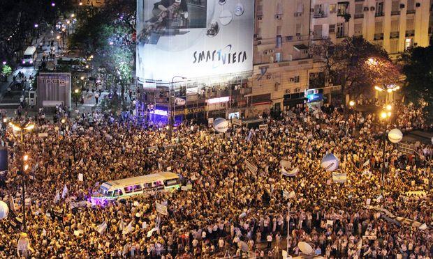 Massenproteste gegen Kirchner