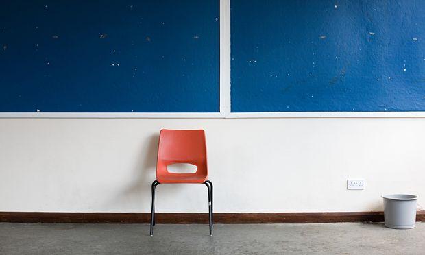 """""""Die Time-out-Klassen haben bei uns zur Beruhigung beigetragen"""", sagt Direktor Christian Klar. In diesen gebe es ein oberstes Prinzip: """"Ganz große Stille""""."""