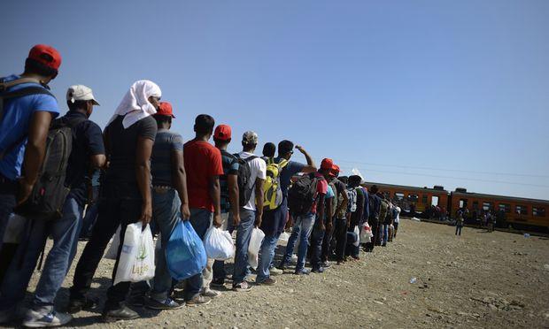 Hunderttausende Flüchtlinge haben in diesem Jahr bereits Europa über gefährliche Wege erreicht. Doch die EU-Länder können sich nicht auf gemeinsame Lösungen einigen.