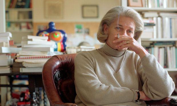 Badinter bewundert Maria Theresia und kritisiert heutige Politikerinnen wie May und Merkel.