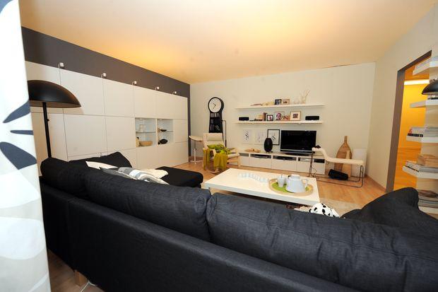 Das Osterreichische Wohnzimmer Es Lebe Das Sofa Der Einbauschrank