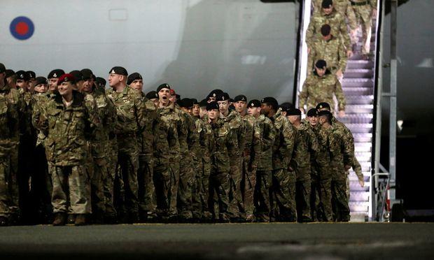 Die britischen Soldaten landeten auf dem Militärflughafen Ämari.