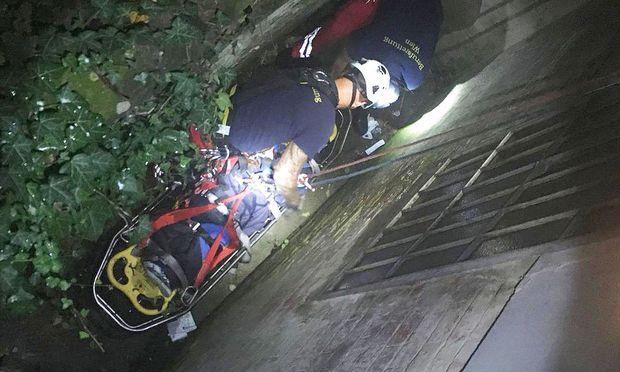 Rettungsaktion durch den Lichtschacht