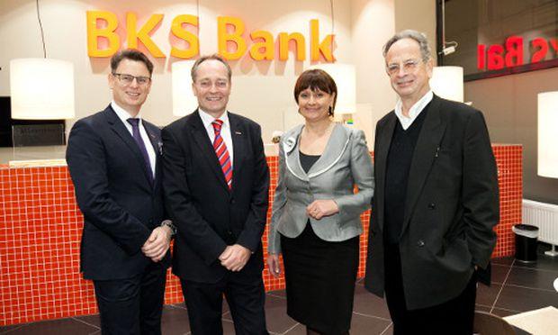Begrüßten die rund 250 Gäste in der neuen BKS Bank Direktion Wien – v.l.n.r. Direktor Thomas Litschauer, Direktor Gunnar Haberl, Vorstandsdirektorin Herta Stockbauer, Richard Kriesche.