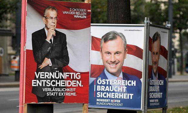 Wahlplakate von Van der Bellen und Hofer