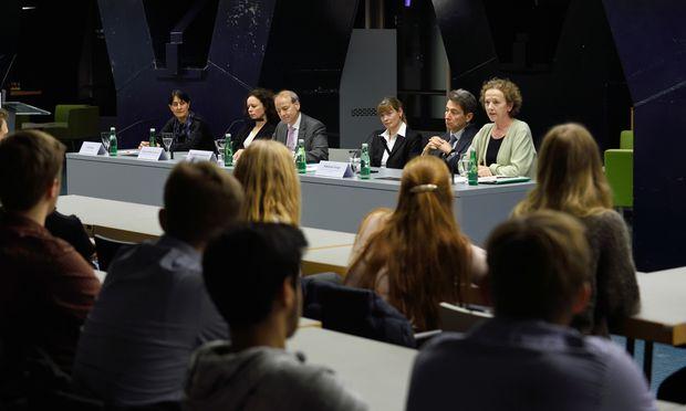 Die rechtlichen Aspekte der #MeToo-Debatte beschäftigten vorige Woche das Rechtspanorama am Juridicum.
