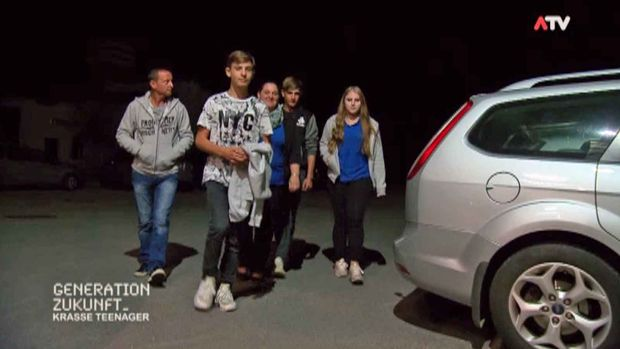 Der Schlagernachwuchs Lukas und Fabian am Weg zum Fanclub-Abend.