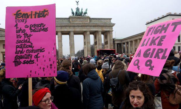 Internationaler Frauentag Am 8 März Soll Gesetzlicher Feiertag In
