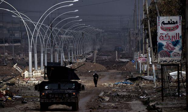 Eine Straße im Westen Mossuls. Die Offensive auf die IS-Hochburg geht langsamer voran als erwartet.