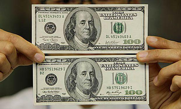 Falsche und echte 100-Dollar-Note