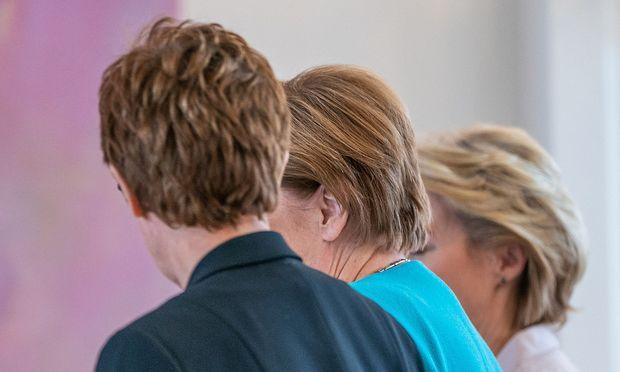 Angela Merkel macht CDU-Chefin Annegret Kramp-Karrenbauer zur Verteidigungsministerin. Für die Saarländerin ist der Schleudersitz eine Chance zur Profilierung – erst recht im Fall von Neuwahlen.