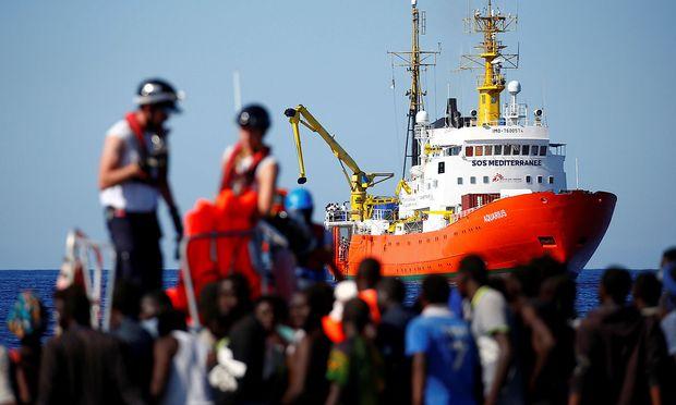 Deutschland - Italien weist weitere Rettungsschiffe mit Migranten ab