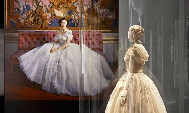 Royal. Prinzessin Margaret ließ sich zu ihrem 21. Geburtstag ein Kleid von Christian Dior schneidern.