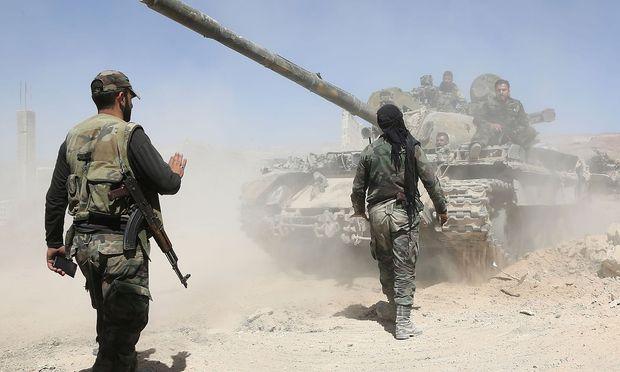 Prosyrische Truppen im Kampf gegen den Islamischen Staat.