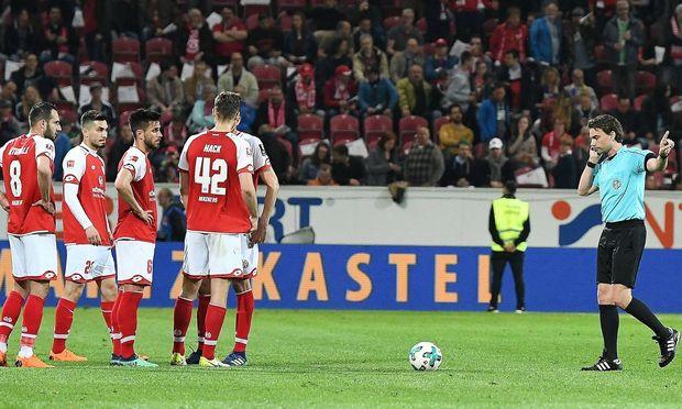 16 04 2018 xpsx Fussball 1 Bundesliga FSV Mainz 05 SC Freiburg emspor v l Schiedsrichter Gui