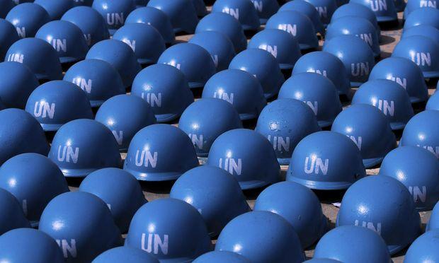 Blauhelme in Österreich? So weit wird es dann doch nicht kommen. Aber die neue Menschenrechtskommissarin der UNO möchte das nun türkis-blau regierte Land einer Untersuchung unterziehen.