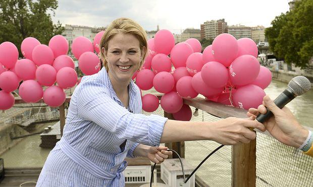 Vom Donaukanal in die Bundesländer: Neos-Chefin Beate Meinl-Reisinger befindet sich seit eineinhalb Wochen auf Sommertour.