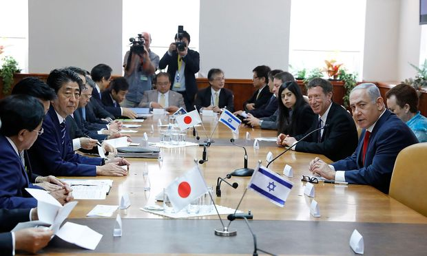 Dessert in Schuh: Israelischer Promi-Koch beleidigt japanischen Premier - FOTOs