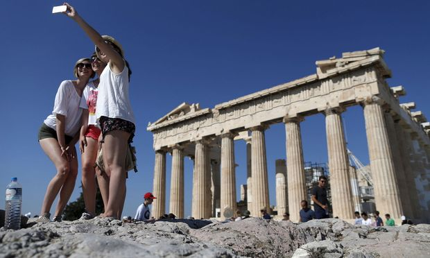 Ein Foto vor der Akropolis kommt heute öfter auf Instagram als ins Familienalbum. Mancher verdient mit seinen Urlaubseindrücken sogar Geld.