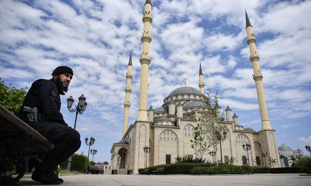 Gut bewacht: die Achmat-Kadyrow- Moschee im Zentrum Grosnys.