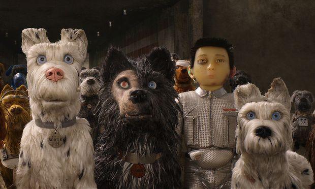 """Ein seltsam dystopisches Japan: Die Hunde in Wes Andersons Animationsabenteuer """"Isle of Dogs"""" sprechen Englisch - darum können die Menschen sie nicht verstehen."""
