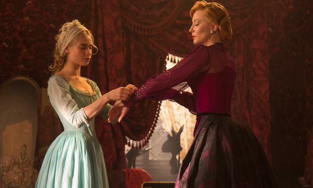 Lily James behauptet sich als Cinderella gegen Cate Blanchett als böse Stiefmutter. Ab Donnerstag im Kino.
