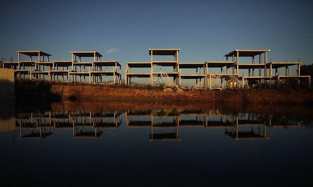 Die Bauruinen in Spanien gemahnen an die geplatzte Immobilienblase. Ihr folgte eine Prozessflut gegen Banken – was nun fast eine neue Krise ausgelöst hätte.