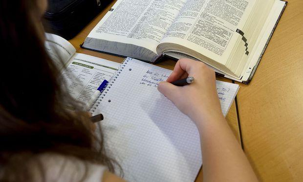 Hervorragende Leistungen von Schülerinnen publik zu machen kann sogar Pflicht der Schule sein.