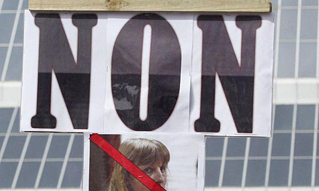 Proteste gegen eine mögliche Freilassung der Ex-Frau von Marc Dutroux.