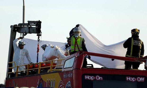 Zwei Tote auf Malta Touristen-Bus kollidiert mit tiefhängenden Ästen