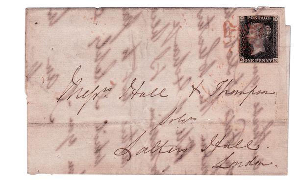 """Kurios. Bjørn Berge sammelt am liebsten Briefmarken verschwundener Staaten und Administrationen, die seit dem Erscheinen der """"One Penny Black"""" ausgegeben worden sind."""
