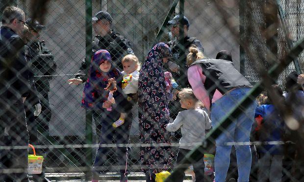 Vor allem Frauen und Kinder wurden aus Syrien in die kosovarische Hauptstadt Prishtina gebracht.