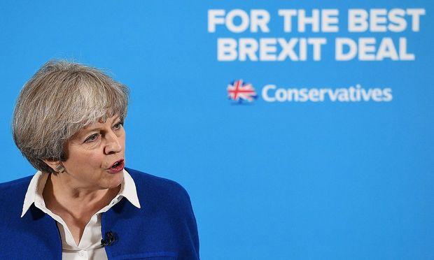 Umfrage Britische Premierministerin May könnte Mehrheit einbüßen